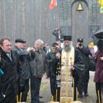 FOTO: Arhimandritul Melchisedec Velnic, stareaul Manastirii Putna – slujba inedita la Fantana Alba, Ucraina