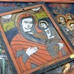 Serbia: expoziţie de icoane pictate pe pietre de râu la Casa Românească din Uzdin