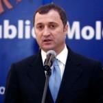 Vlad Filat a primit din partea premierului Turciei o replică a sabiei domnitorului Ştefan cel Mare