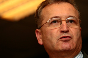 Vasile Pușcaș, despre schimbarea guvernelor în România: Totul începe cu pârjolirea și apoi cu reconstruirea