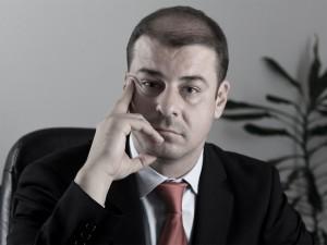 Adrian Marius Dobre: Împreună, dar pe cont propriu