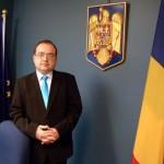Valentin Naumescu: Un partizan mediocru, care-şi obstrucţionează conaţionalii să voteze, nu poate face politica externă a ţării sale. Afară!